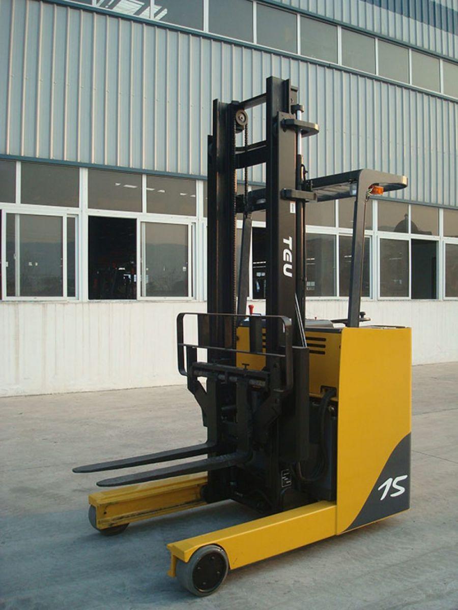 Xe nâng đứng lái 1,5 tấn model FRB15