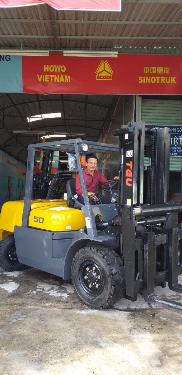 Xe nâng 5 tấn TEU có sẵn dịch giá