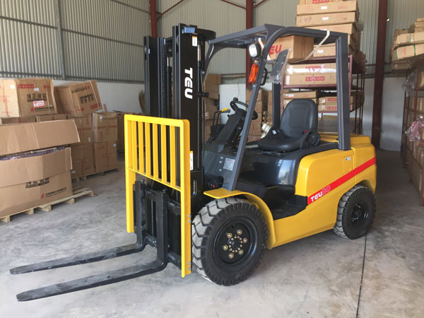Xe nâng dầu 3 tấn nhập khẩu sử dụng trong công nghiệp