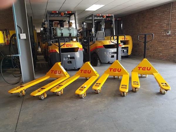 Xe nâng tay TEU 2.5 tấn